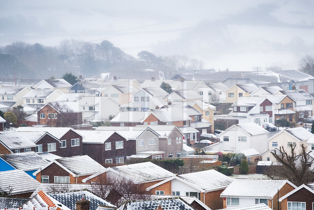© Licensed to London News Pictures. 18/03/2018. Aberystwyth, UK. Aberystwyth and the surrounding areas woke up to a covering of snow as the 'Beast from the East 2' sweeps in, bringing  a temporary return to bitterly cold easterly winds and blizzard conditions for many parts of the UK. Photo credit: Keith Morris/LNP