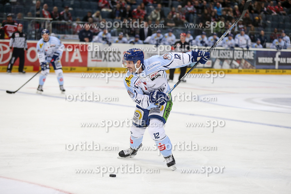 25.09.2015, Lanxess Arena, Koeln, GER, DEL, Koelner Haie vs Straubing Tigers, 5. Runde, im Bild vl. Tomas Brandl (Straubing Tigers) // during the German DEL Icehockey League 5th round match between Koelner Haie and Straubing Tigers at the Lanxess Arena in Koeln, Germany on 2015/09/25. EXPA Pictures &copy; 2015, PhotoCredit: EXPA/ Eibner-Pressefoto/ Horn<br /> <br /> *****ATTENTION - OUT of GER*****