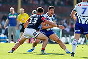 Roger Tuivasa-Sheck on attack. Sydney Roosters v Vodafone Warriors. NRL Rugby League. Sydney Cricket Ground, Sydney, Australia. 18th August 2019. Copyright Photo: David Neilson / www.photosport.nz