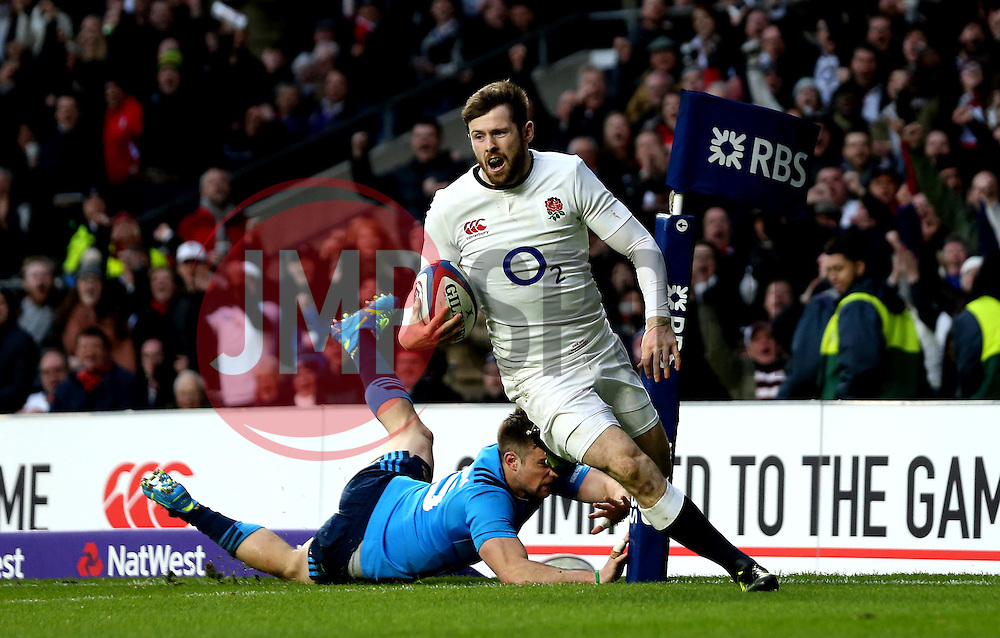 Elliot Daly of England scores a try - Mandatory by-line: Robbie Stephenson/JMP - 26/02/2017 - RUGBY - Twickenham Stadium - London, England - England v Italy - RBS 6 Nations round three