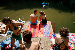 © Licensed to London News Pictures. 21/06/2017. London, UK. People sunbathe in Hampstead Heath Mixed Bathing Pond in north London as temperatures hit 34C and makes it the hottest UK June day since 1976 on Wednesday, 21 June 2017. Photo credit: Tolga Akmen/LNP