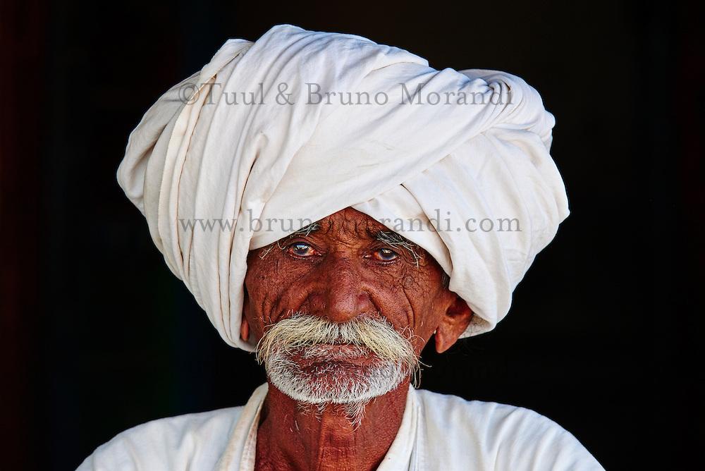 Inde, Gujarat, Kutch, village des environs de Bhuj, population Rabari // India, Gujarat, Kutch, village around Bhuj, Rabari ethnic group