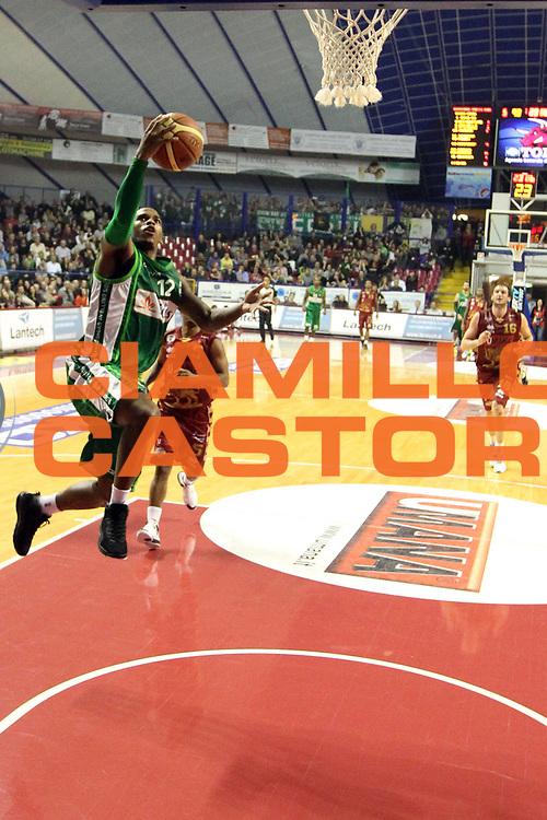 DESCRIZIONE : Venezia Lega A 2012-13 Umana Reyer Venezia Sidigas Avellino<br /> GIOCATORE : dwight hardy<br /> CATEGORIA :  tiro<br /> SQUADRA : Umana Reyer Venezia Sidigas Avellino<br /> EVENTO : Campionato Lega A 2012-2013<br /> GARA : Umana Reyer Venezia Sidigas Avellino<br /> DATA : 06/01/2013<br /> SPORT : Pallacanestro<br /> AUTORE : Agenzia Ciamillo-Castoria/G.Contessa<br /> Galleria : Lega Basket A 2012-2013<br /> Fotonotizia :  Venezia Lega A 2012-13 Umana Reyer Venezia Sidigas Avellino<br /> Predefinita :