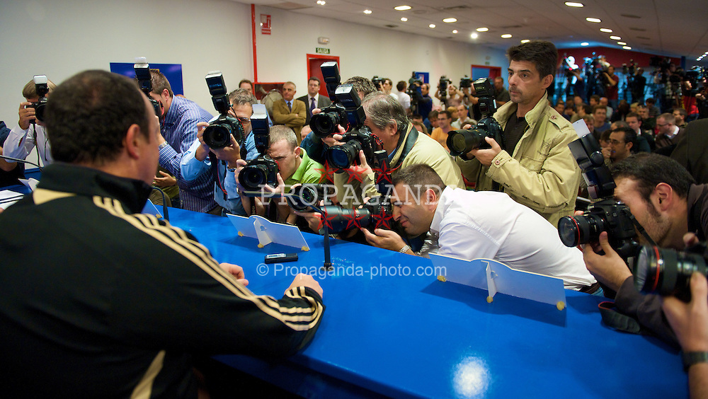 MADRID, SPAIN - Tuesday, October 21, 2008: Liverpool's manager Rafael Benitez faces the Spanish photographers during a press conference at the Vicente Calderon ahead of the UEFA Champions League Group D match against Club Atletico de Madrid. (Photo by David Rawcliffe/Propaganda)