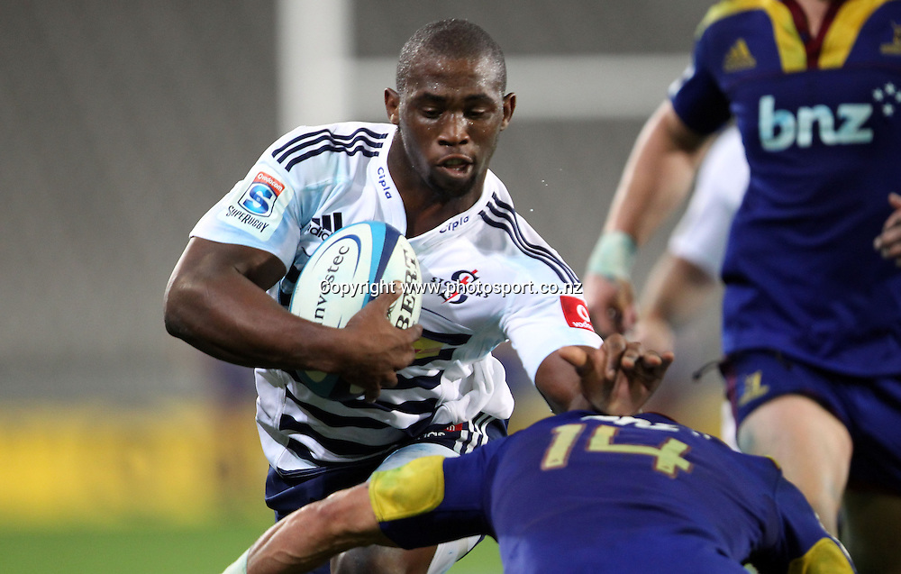 Siya Kolisi on the charge for the Stormers.<br /> Investec Super Rugby - Highlanders v Stormers, 7 April 2012, Forsyth Barr Stadium, Dunedin, New Zealand.<br /> Photo: Rob Jefferies / photosport.co.nz