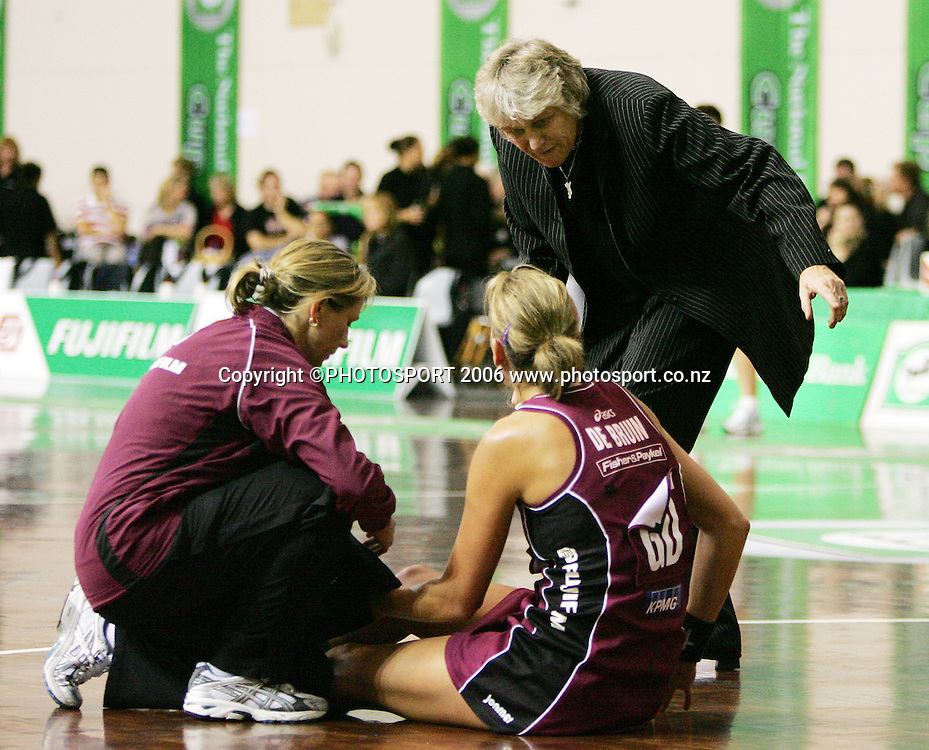 Force coach Yvonne Willering gives instructions to Leana de Bruin during an injury time out during the 2006 National Bank Cup round 4 netball game between the Force and the Sting held at North Shore Events Centre, Auckland, New Zealand on Sunday 21 May 2006. Photo: Tim Hales/PHOTOSPORT