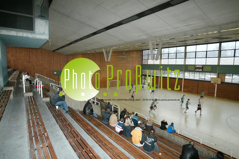 Mannheim. Marode Sporthalle. Ehemals Carl Diehm Halle.<br /> <br /> Bild: Markus Pro&szlig;witz