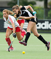 BREDA (Neth.) Catherine Tinning (r) of NZ  during the match  New Zealand vs England U21 women . Volvo Invitational Tournament U21. COPYRIGHT KOEN SUYK