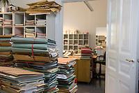 02 SEP 2008, BERLIN/GERMANY:<br /> Aktenberge in der Geschaeftsstelle des Sozialgerichts Berlin. Hier werden Streitfaelle betreffend Hartz IV, Sozialhilfe u.s.w. bearbeitet, Sozialgerich Berlin<br /> IMAGE: 20080902-01-003<br /> KEYWORDS: Akte, Unterlagen