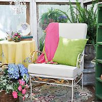 Vintage garden: Seating nook inside glass shed
