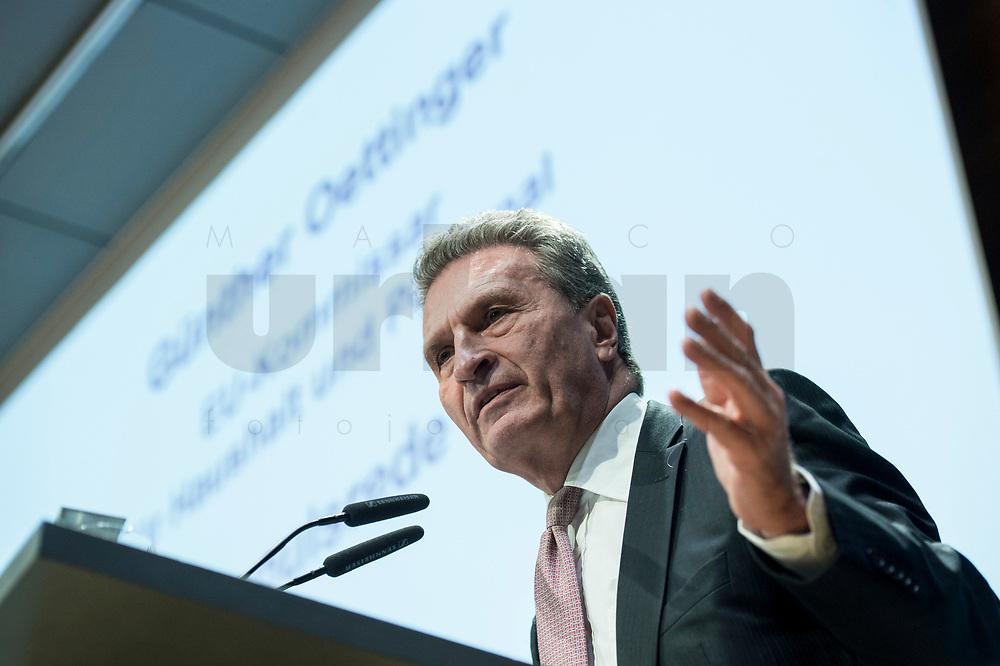 """04 DEZ 2017, BERLIN/GERMANY:<br /> Guenther Oettinger, CDU, EU-Kommissar fuer Haushalt und Personal, haelt eine Rede, Europäischer Abend """"Europäische Solidarität: Was darf's kosten?"""", dbb beamtenbund und tarifunion, dbb Atrium<br /> IMAGE: 20171204-01-090<br /> KEYWORDS: Europaeischer Abend, Günther Öttinger"""