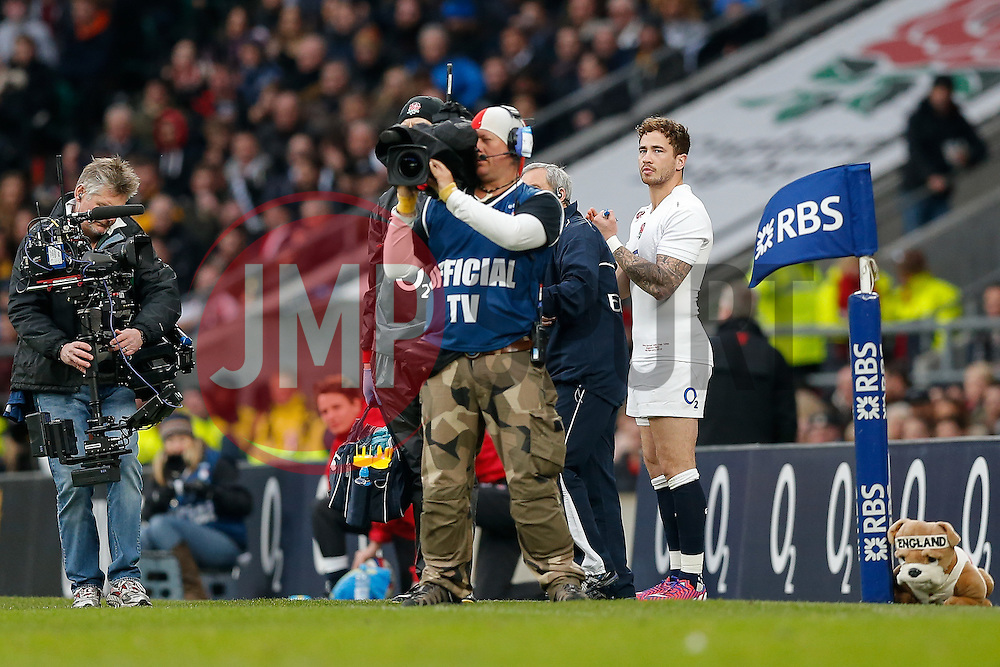 England replacement Danny Cipriani is readied to be brought on - Photo mandatory by-line: Rogan Thomson/JMP - 07966 386802 - 14/02/2015 - SPORT - RUGBY UNION - London, England - Twickenham Stadium - England v Italy - 2015 RBS Six Nations Championship.