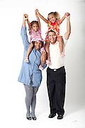 Belo Horizonte_MG, Brasil...Pais e filhas gemeas em Belo Horizonte, Minas Gerais...Parents and twin daughters portrait in Belo Horizonte, Minas Gerais. ..Foto: LEO DRUMOND / NITRO