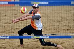 16-08-2014 NED: NK Beachvolleybal 2014, Scheveningen<br /> Robert Meeuwsen
