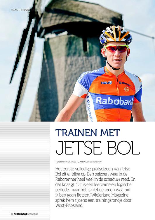 Jetse Bol, Wielerland Magazine 2013. Het eerste volledige profseizoen van Jetse Bol zit er bijna op. Een seizoen waarin de Raborenner heel veel in de schaduw reed. En dat knaagt. 'Dit is een leerzame en logische periode, maar het is niet de reden waarom ik ben gaan fietsen.' Wielerland Magazine sprak hem tijdens een trainingsrondje door West-Friesland.<br /> <br /> TRAINEN MET Jetse Bol<br /> <br /> Tekst: kevin de vries, foto's: quirien de leeuw<br /> bron: Wielerland Magazine, 2012