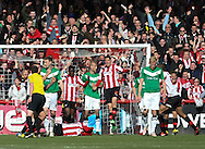 Picture by David Horn/Focus Images Ltd +44 7545 970036.27/04/2013.Brentford are awarded a penalty in the last minutes during the npower League 1 match at Griffin Park, London.