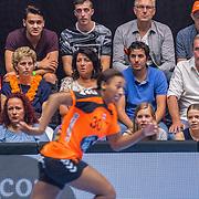 NLD/Den Bosch/20160604 - EK Kwalificatiewedstrijd handbal Nederland - Oostenrijk, moeder Winnifried en vader Willem Polman, ouders moeder en vader Ramon van der Vaart
