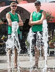 17-06-2016 NED: Beachvolleybaltoernooi eredivisie, Amsterdam<br /> Op het Mercatorplein in Amsterdam gaan de beachers uit de eredivisie van start / Jasper Bouter #1 en Tom Steenis #2