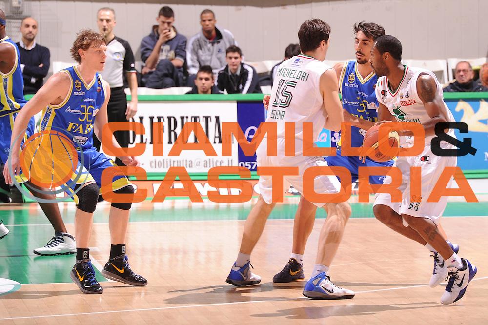 DESCRIZIONE : Siena Lega Basket A 2011-12  Montepaschi Siena Fabi Shoes Montegranaro<br /> GIOCATORE : Bootsy Thornton<br /> CATEGORIA : blocco<br /> SQUADRA : Montepaschi Siena<br /> EVENTO : Campionato Lega A 2011-2012 <br /> GARA : Montepaschi Siena Fabi Shoes Montegranaro<br /> DATA : 15/01/2012<br /> SPORT : Pallacanestro  <br /> AUTORE : Agenzia Ciamillo-Castoria/ GiulioCiamillo<br /> Galleria : Lega Basket A 2011-2012  <br /> Fotonotizia : Siena Lega Basket A 2011-12 Montepaschi Siena Fabi Shoes Montegranaro<br /> Predefinita :