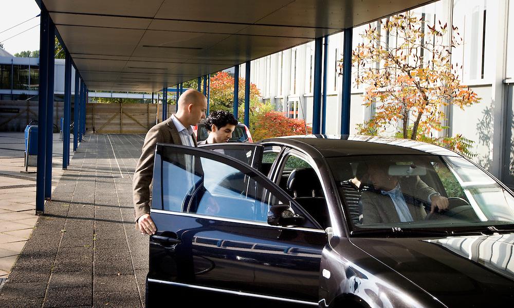 Nederland. Amsterdam, 6 oktober 2007.<br /> PvdA Congres in de RAI. Ehsan Jami verlaat het congres, tijdens de afsluitende toespraak van Wouter Bos. Ehsan Jami (Mashhad, 20 april 1985) is een Nederlands politicus en publicist. Hij is oprichter van het Centraal Comit&eacute; voor Ex-moslims en namens de Partij van de Arbeid lid van de gemeenteraad van Leidschendam-Voorburg.<br /> Foto Martijn Beekman <br /> NIET VOOR TROUW, AD, TELEGRAAF, NRC EN HET PAROOL