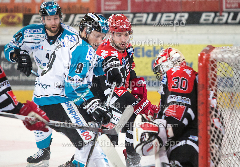 17.11.2015, Tiroler Wasserkraft Arena, Innsbruck, Österreich, EBEL, HC TWK Innsbruck die Haie vs EHC Liwest Black Wings Linz, 21. Runde, im Bild vl.:  Daniel Mitterdorfer (EHC Liwest Black Wings Linz), Jason Ulmer (EHC Liwest Black Wings Linz), Nick Schaus (HC TWK Innsbruck  Die Haie), Andy Chiodo (HC TWK Innsbruck Die Haie) // during the Erste Bank Icehockey League 21st round match between HC TWK Innsbruck  die Haie and EHC Liwest Black Wings Linz at the Tiroler Wasserkraft Arena in Innsbruck, Austria on 2015/11/17. EXPA Pictures © 2015, PhotoCredit: EXPA/ Jakob Gruber