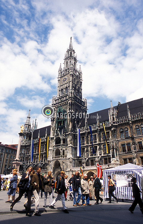 Munique, Alemanha.Maio/2002..Neues Rathaus, Prefeitura, estilo barroco e rococo, construida em 1867 e 1908, situada na praca Marienplatz..foto Adri Felden/Argosfoto