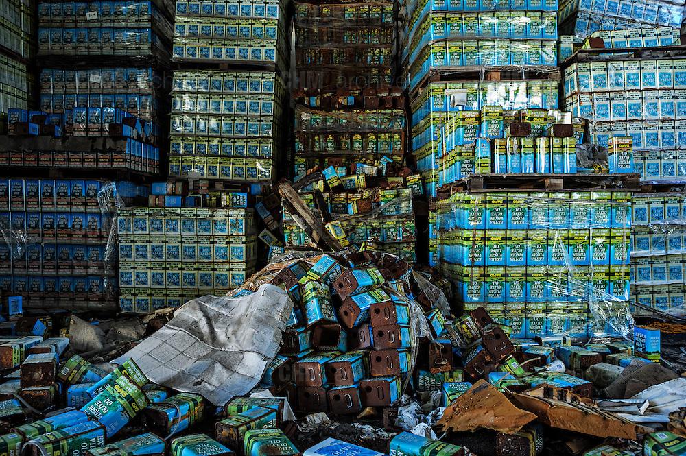 Lattine di olio vuote all'interno dell'ex fabbrica Sapio. Bari, 07 gennaio 2014. Christian Mantuano / OneShot