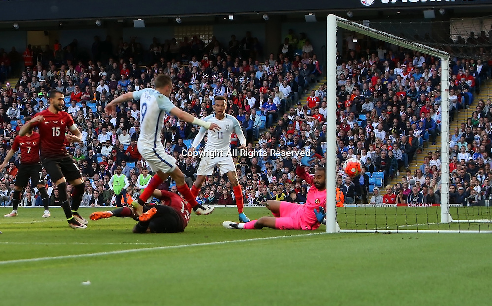 22.05.2016. Etihad Stadium, Manchester, England. International football friendly match, England versus Turkey. Jamie Vardy of England scores from close range to give England a 2-1 lead.