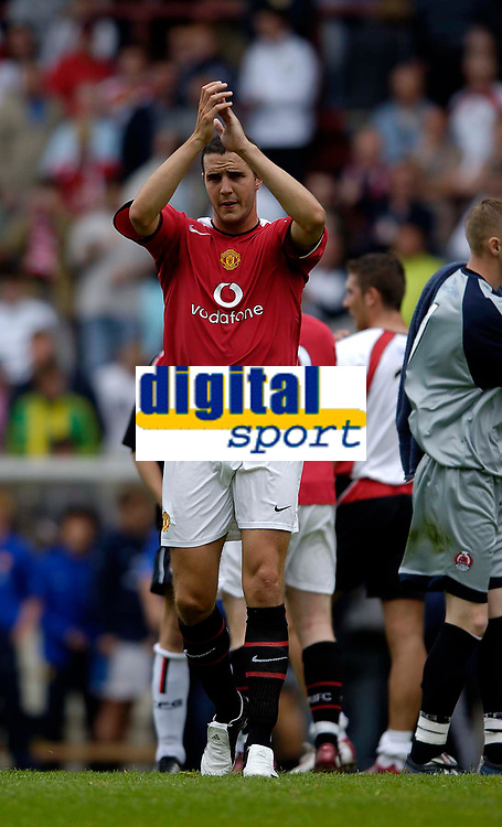 Fotball<br /> England 2005/2006<br /> Foto: SBI/Digitalsport<br /> NORWAY ONLY<br /> <br /> Clyde v Manchester United, Preseason Friendly. 16/07/2005.<br /> <br /> Manchester United's John O'Shea thanks the travelling fans at the end of the game.