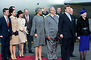 Staatsbezoek Denemarken - Dag 1. Aankomst van het Koninklijk gezelschap op vliegveld Kastrup<br /> <br /> State visit Denmark - Day 1. Arrival of the Royal Family at Kastrup airport<br /> <br /> op de foto / On the photo:  Koning Willem-Alexander en koningin Maxima worden bij aankomst verwelkomd door koningin Margrethe, haar echtgenoot prins Henrik , prins Frederik, prinses Mary, prins Joachim, prins Marie, prinses Benedikte en prins Richard<br /> <br /> King Willem-Alexander and Queen Maxima be welcomed on arrival by Queen Margrethe, her husband Prince Henrik, Prince Frederik, Princess Mary, Prince Joachim, Marie Prince, Princess Benedikte and Prince Richard
