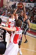 DESCRIZIONE : Teramo Lega A1 2006-07 Siviglia Wear Teramo Climamio Fortitudo Bologna <br /> GIOCATORE : Edney <br /> SQUADRA : Climamio Fortitudo Bologna <br /> EVENTO : Campionato Lega A1 2006-2007 <br /> GARA : Siviglia Wear Teramo Climamio Fortitudo Bologna <br /> DATA : 22/04/2007 <br /> CATEGORIA : Tiro <br /> SPORT : Pallacanestro <br /> AUTORE : Agenzia Ciamillo-Castoria/G.Ciamillo
