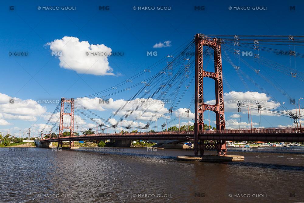 PUENTE COLGANTE, CIUDAD DE SANTA FE, PROVINCIA DE SANTA FE, ARGENTINA (PHOTO © MARCO GUOLI - ALL RIGHTS RESERVED)