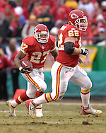 Kansas City Chiefs running back Larry Johnson (27) gets blocking help from center Casey Wiegmann (62) in the first half against Jacksonville at Arrowhead Stadium in Kansas City, Missouri, December 31, 2006.  The Chiefs beat the Jaguars 35-30.<br />