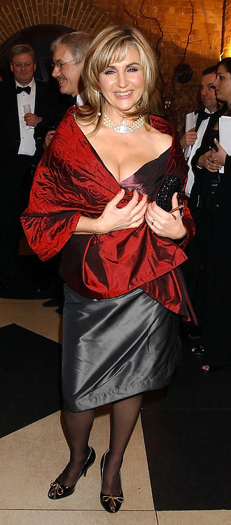 Opera singer LESLEY GARRETT at the 2005 Whitbread Book Awards 2005 held at The Brewery, Chiswell Street, London EC1 on 24th January 2006. The winner of the 2005 Book of the Year was Hilary Spurling for her biography 'Matisse the Master'.<br />