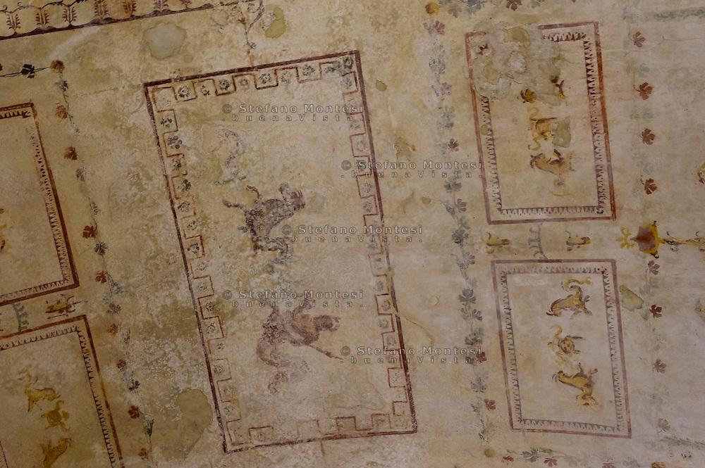 """Roma 1 Aprile 2015<br /> Presentato il progetto per il risanamento della Domus Aurea, realizzato dalla Soprintendenza speciale per i beni archeologici di Roma, che consiste nella sistemazione del  giardino pensile,una parcella di 800 mq ,realizzato con tecnologie sostenibili che farà da «scudo» alla  Domus Aurea impedendo le infiltrazioni d'acqua. L'interno della Domus Aurea. Il Grande Criptoportico. Affresco dipinto su una volta<br /> Rome, April 1, 2015<br /> Presented the project for the rehabilitation of the Domus Aurea, fulfilled  by the Superintendence for Cultural Heritage of Rome, which is the arrangement of the roof garden, a plot of 800 square meters, made with sustainable technologies that will be the """"shield"""" at the Domus Aurea for  preventing water infiltration. The interior of the Domus Aurea. The Great cryptoporticus. Fresco Painting on a vault"""