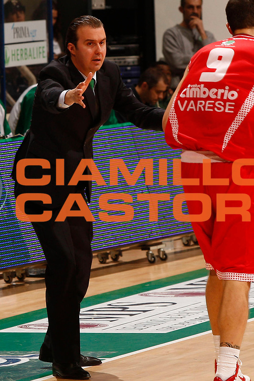 DESCRIZIONE : Siena Lega A 2010-11 Montepaschi Siena Cimberio Varese<br /> GIOCATORE : Simone Pianigiani<br /> SQUADRA : Montepaschi Siena <br /> EVENTO : Campionato Lega A 2010-2011<br /> GARA : Montepaschi Siena Cimberio Varese<br /> DATA : 06/02/2011<br /> CATEGORIA : coach<br /> SPORT : Pallacanestro<br /> AUTORE : Agenzia Ciamillo-Castoria/P. Lazzeroni<br /> Galleria : Lega Basket A 2010-2011<br /> Fotonotizia : Siena Lega A 2010-11 Montepaschi Siena Cimberio Varese<br /> Predefinita :