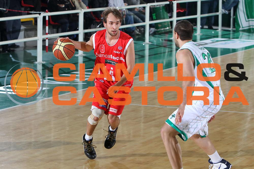 DESCRIZIONE : Avellino Lega A 2009-10 Air Avellino Bancatercas Teramo<br /> GIOCATORE : Giuseppe Poeta<br /> SQUADRA : Bancatercas Teramo<br /> EVENTO : Campionato Lega A 2009-2010 <br /> GARA : Air Avellino Bancatercas Teramo<br /> DATA : 03/04/2010<br /> CATEGORIA : palleggio<br /> SPORT : Pallacanestro <br /> AUTORE : Agenzia Ciamillo-Castoria/ElioCastoria<br /> Galleria : Lega Basket A 2009-2010 <br /> Fotonotizia : Avellino Campionato Italiano Lega A 2009-2010 Air Avellino Bancatercas Teramo<br /> Predefinita :
