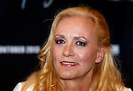 AMSTERDAM - Tijdens een perspresentatie van Gerard werd aangekondigd dat de zusjes Maywood weer gaan optreden in de Ziggo Dome tijdens het 'Lekker' concert. Met hier op de foto zangeres Alice May van het zangduo Maywood. FOTO LEVIN DEN BOER - PERSFOTO.NU