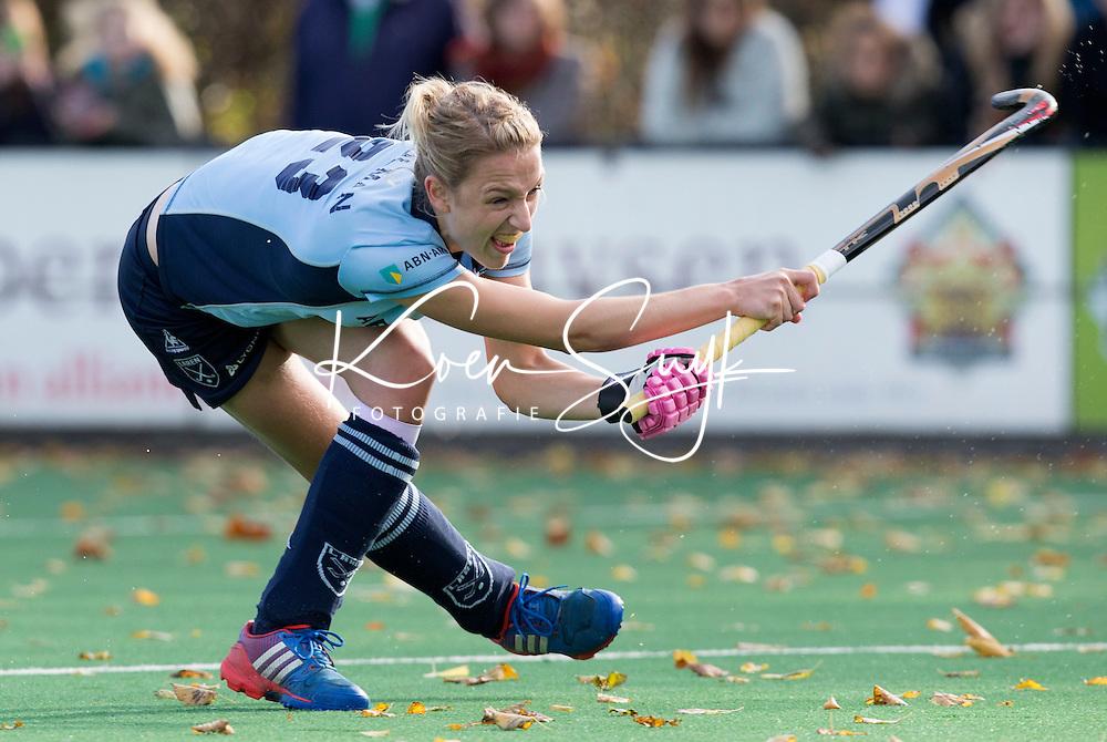 BLOEMENDAAL-Hockey-  Fieke Holman van Laren tijdens de hoofdklasse competitiewedstrijd tussen de vrouwen van Bloemendaal en Laren (1-5). COPYRIGHT KOEN SUYK