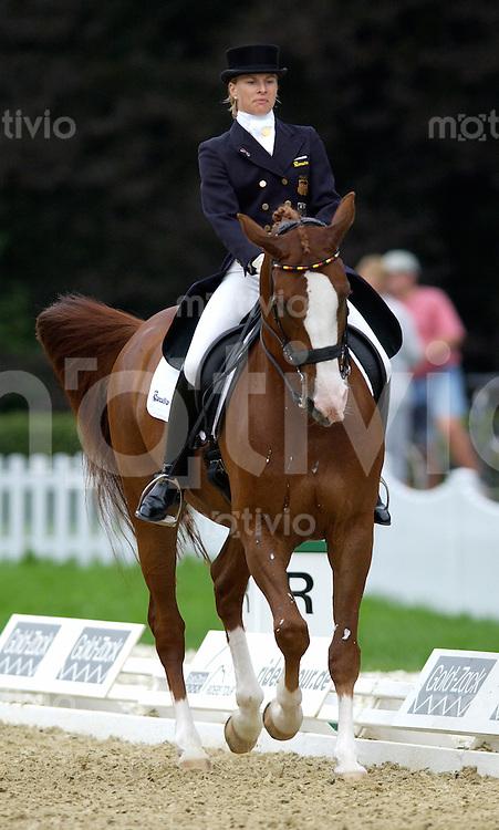 Pferdesport Dressurpruefung - Grand Prix Gold-Zack RIDERS TOUR Preis der Baden-Wuerttembergischen Bank AG Donaueschingen (Germany) Nadine Capellmann (GER) auf Farbenfroh