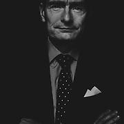 Lars Olsen er bestyrelsesformand i Leo fonden, der nu g&oslash;r op med sig selv og dets rolle:<br /> <br /> LEO Fondet styrker ejerskab med ny struktur og governancemodel <br /> LEO Fondet indf&oslash;rer ny struktur og governancemodel for at indtage en mere aktiv rolle som eneejer af LEO Pharma og styrke b&aring;de fond og virksomhed. Jesper Mai-lind indtr&aelig;der per 1. april som ny direkt&oslash;r for fondet.