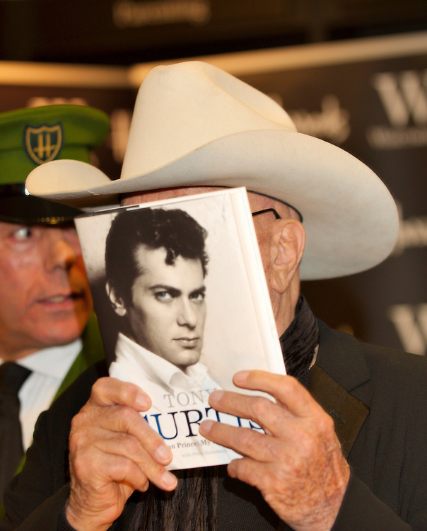 Actor Tony Curtis dies today at his Nevada home at the age of 85.<br /> Archive Image London Oct 21st Tony Curtis presents at Harrods his own autobiography  &copy; Marco Secchi<br /> <br /> <br /> ***Licence Fee's Apply To All Image Use***.*.Marco Secchi/ XianPix email sales@xianpix.com