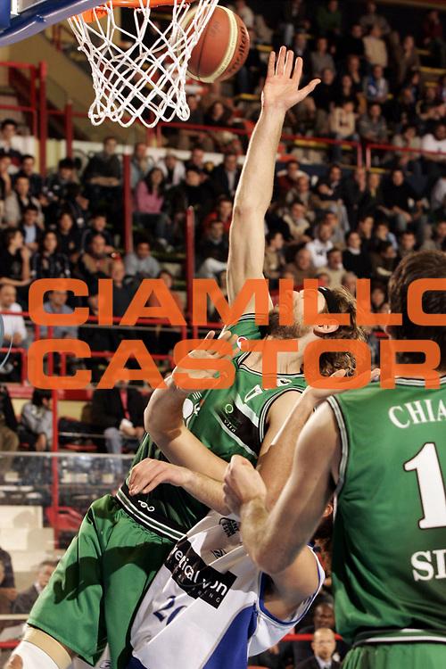 DESCRIZIONE : FORLI  FINAL 8 COPPA ITALIA LEGA A1 2005<br />GIOCATORE : GALANDA<br />SQUADRA : MONTEPASCHI SIENA<br />EVENTO : FINAL 8 COPPA ITALIA LEGA A1 2005<br />GARA : VERTICAL VISION CANTU-MONTEPASCHI SIENA<br />DATA : 17/02/2005<br />CATEGORIA : Tiro<br />SPORT : Pallacanestro<br />AUTORE : AGENZIA CIAMILLO &amp; CASTORIA/P.Lazzeroni