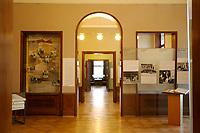 15 JAN 2002, BERLIN/GERMANY:<br /> Blick durch die Raeume der Gedenk- und Bildungsstaette Haus der Wannsee-Konferenz, Am Grossen Wannsee 56-58, 14109 Berlin<br /> IMAGE: 20020115-01-030