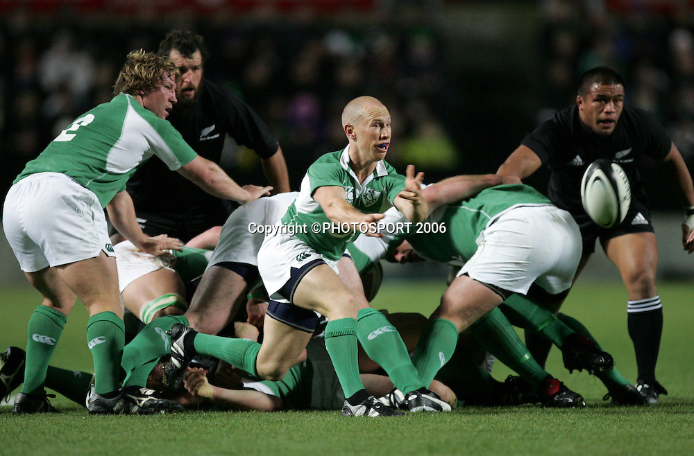 Ireland halfback Peter Stringer passes during the international rugby test match between the All Blacks and Ireland at Waikato Stadium, Hamilton, New Zealand on Saturday 10 June, 2006. The All Blacks won the match 34 - 23. Photo : Hannah Johnston/PHOTOSPORT<br />