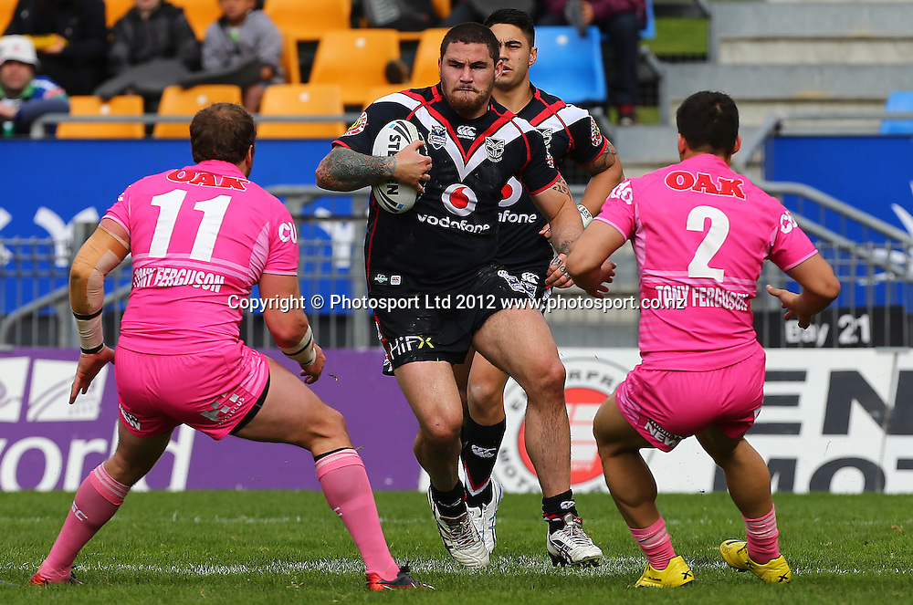 Russell Packer of the Warriors runs the ball forward during the NRL game, Vodafone Warriors v Penrith Panthers, Mt Smart Stadium, Auckland, Sunday 19 August  2012. Photo: Simon Watts /photosport.co.nz