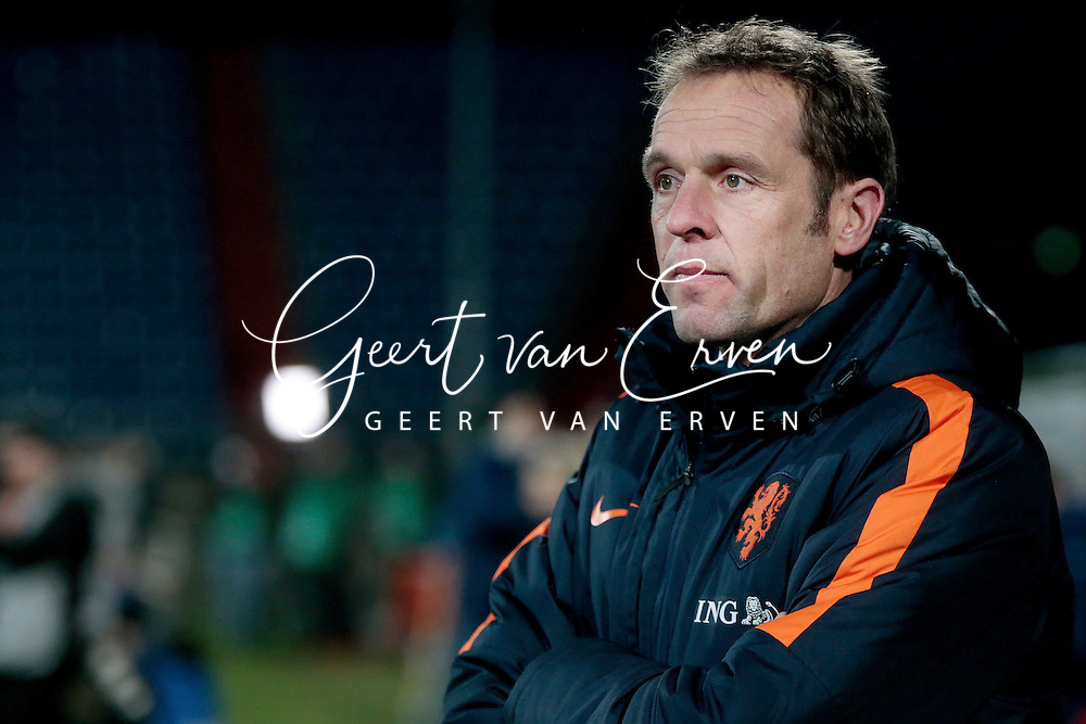 29-11-2016 VOETBAL: OEFENINTERLAND: NEDERLAND-ENGELAND: TILBURG <br /> Bondscoach Arjan van der Laan van Oranje vrouwen <br /> <br /> <br /> Foto: Geert van Erven