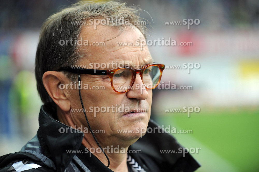 26.09.2015, Benteler Arena, Paderborn, GER, 2. FBL, SC Paderborn 07 vs FC St. Pauli, 9. Runde, im Bild Ewald Lienen (Cheftrainer FC St. Pauli) // during the 2nd German Bundesliga 9th round match between SC Paderborn 07 and FC St. Pauli at the Benteler Arena in Paderborn, Germany on 2015/09/26. EXPA Pictures &copy; 2015, PhotoCredit: EXPA/ Eibner-Pressefoto/ Sippel<br /> <br /> *****ATTENTION - OUT of GER*****