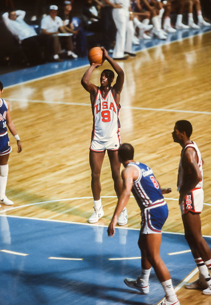 CARACAS, VENEZUELA -  AUGUST 1983:  Ed Pinckney #9 (USA) attempts a free throw during the 1983 Pan Am Games basketball tournament held from August 15-27, 1983 in Caracas, Venezuela.  The USA team was the gold medalist in the event.  Visible in background is Mark Price #10 (USA).  (Photo by David Madison/Getty Images) *** Local Caption *** Ed Pinckney