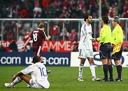 Munich, Germany - Wednesday, March 7, 2007: Real Madrid's Robinho and Ruud van Nistelrooy look dejected after being dumped out by Bayern Munich during the UEFA Champions League First Knock-out Round 2nd Leg at the Allianz Arena. (Pic by Christian Kolb/Propaganda/Hochzwei) +++UK SALES ONLY+++